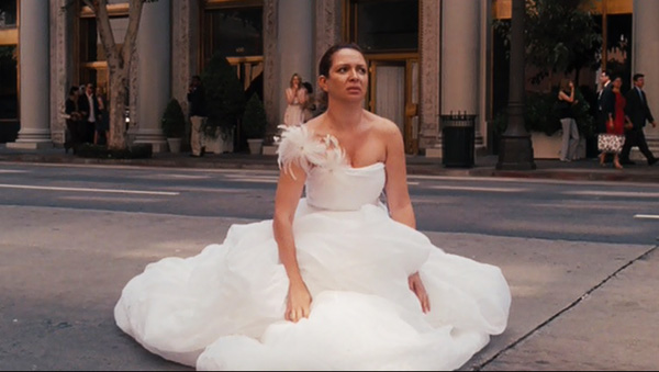 bridesmaids-maya-rudolph-poops-in-the-street-wedding-dress-diarrhea-food-poisoning